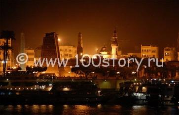 Вид на ночной Каир с корабля