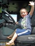 boy car 122x160 За рулем… ребенок!